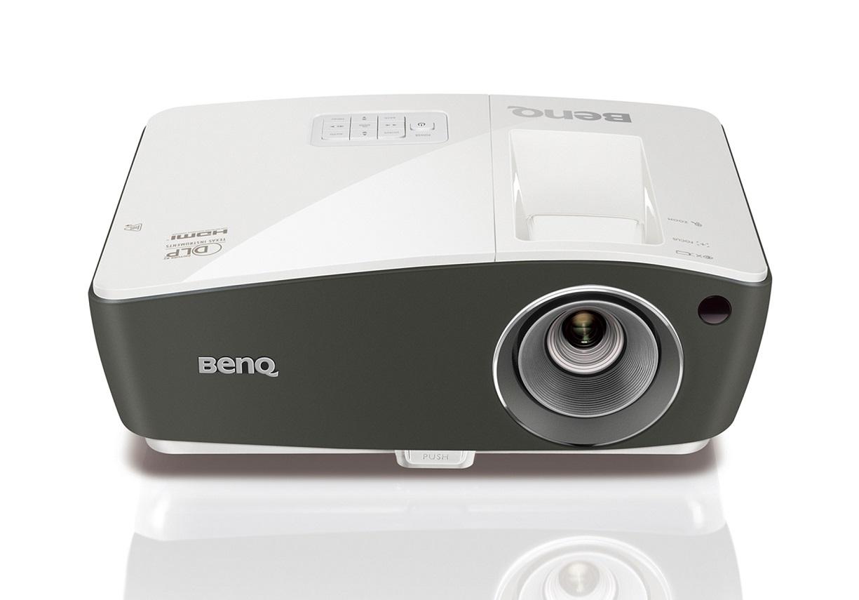 BenQ DLP Projektor TH670s/1080p 1920x1080/3000 ANSI lm/10 000:1/2xD-Sub/HDMI/2xUSB/1x10W/Football mode
