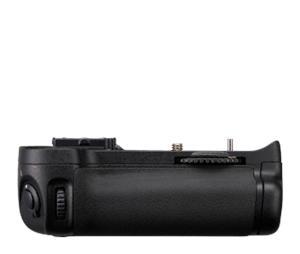 Nikon MB-D11 MULTIFUNKČNÍ BATERIOVÝ ZDROJ D7000