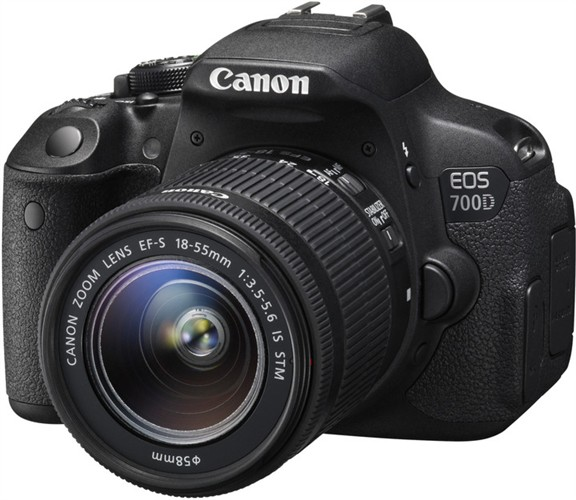 CANON EOS 700D + EF-S 18-55mm DC