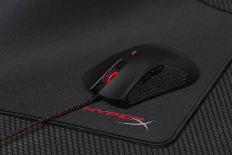 HyperX Pulsefire herní myš + FURY S Pro Podložka pod myš (M) Bundle