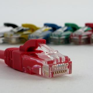 Netrack patch kabel RJ45, s litou ochranou, Cat 5e UTP, 10 m červený