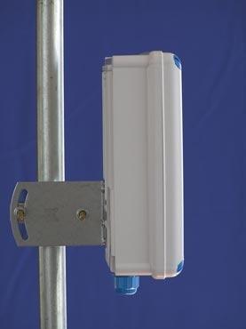 J&J GentleBox JC-220MCX Dvoupolarizační panelová anténa 2x17dBi s integrovaným outdoor boxem