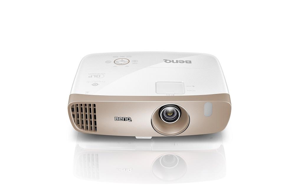 BenQ DLP Projektor W2000 1920x1080 Full HD/2000 ANSI lm/15 000:1/D-SUB/2xHDMI/MHL/2x10W Repro