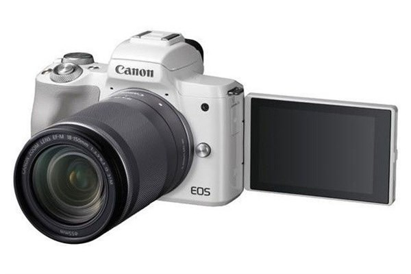 Canon EOS M50 White + EF-M 18-150 + 16GB karta ZDARMA