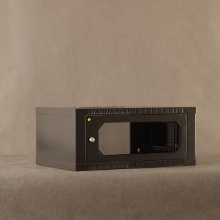 Závěsný datový rozvaděč 19'' Netrack 4.5U/400mm, skleněné dveře, barva grafit