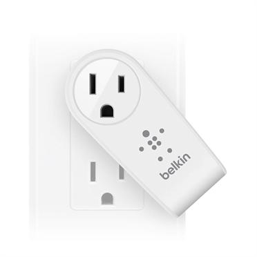 Belkin USB 230V nabíječka otočná BOOST UP™, 5V/2.4A, bílá, vč.průchozí zásuvky